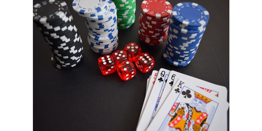 Jamie Staples teaches you how to play great online poker